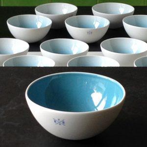 Balancierende Teeschalen